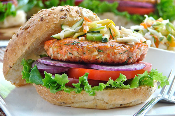 Salmon burgers with dill and feta cheese | Cityline