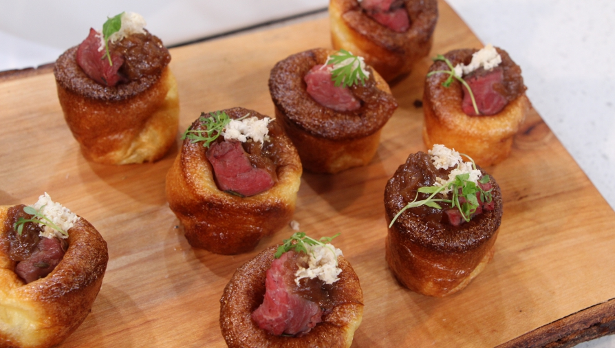 Mini yorshire pudding hors d oeuvres cityline for Roast beef canape