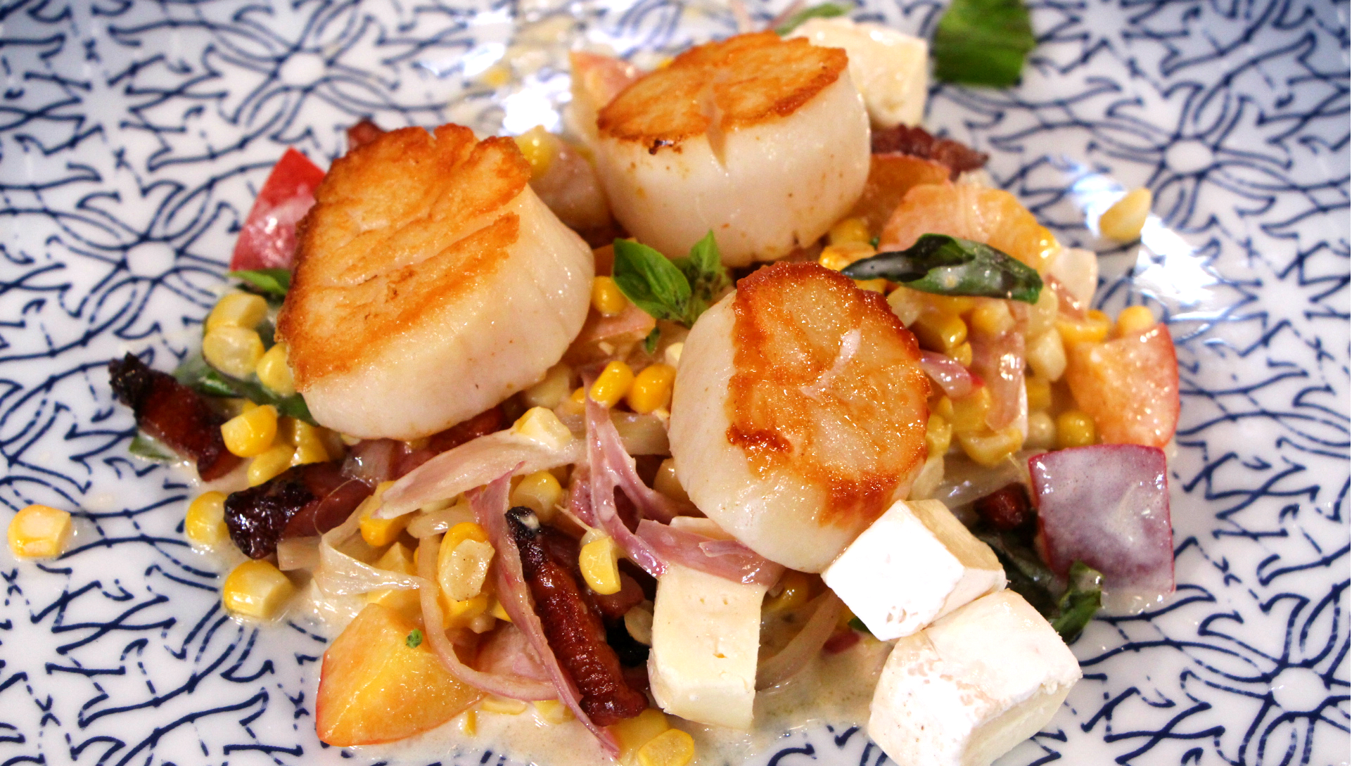 Seared scallops with smoked bacon ragout - Cityline