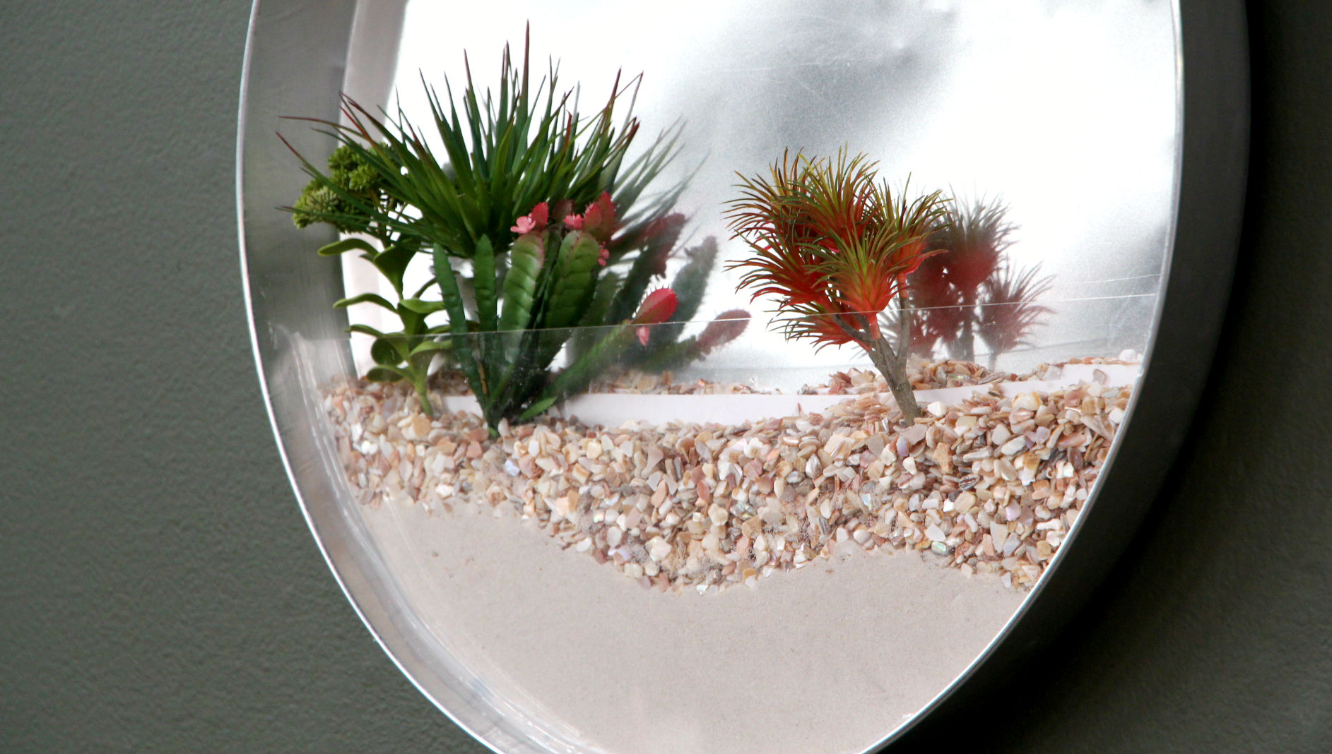 Create a living garden in your home with this DIY terrarium