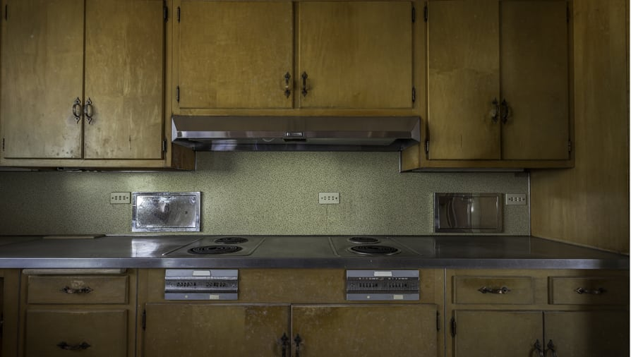 Is Your Kitchen Frozen In Time And Desperately Need Of A Makeover Are Cabinets Stuck The 70 S Does 80 Backsplash Retro Redo