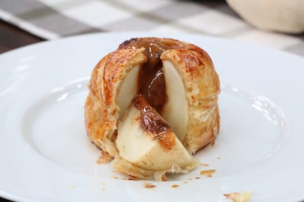 Puff pastry baked apple, stuffed with chocolate caramel - Cityline