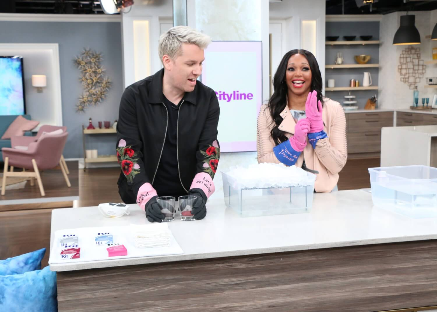 A DIY Pillow Ice Dyeing Guide - Cityline